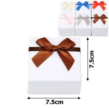 подарочная коробочка для набора белая с бантиком 15539 - бижутерия оптом Arkos.
